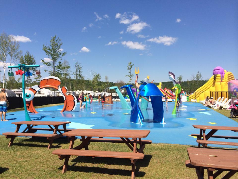 http://www.familycampgrounds.ca/wp-content/uploads/2016/12/jeux-deau-parc-aquatique-atlantide.jpeg