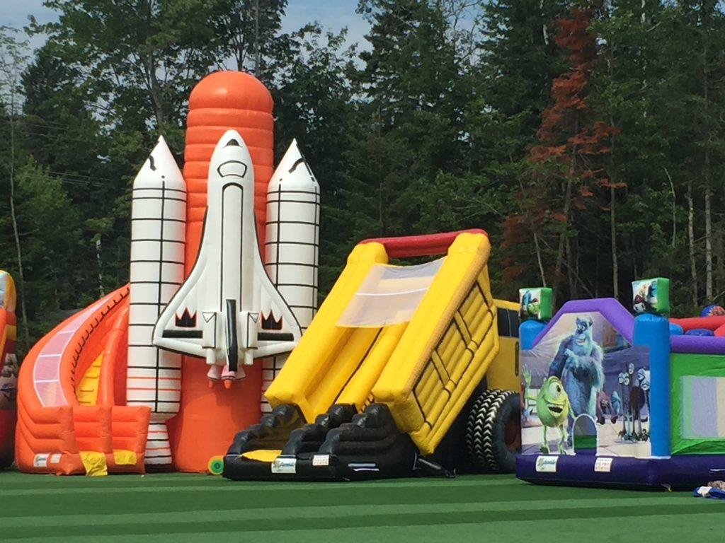 http://www.familycampgrounds.ca/wp-content/uploads/2016/12/jeux-gonflable-parc-aquatique-atlantide-1.jpg