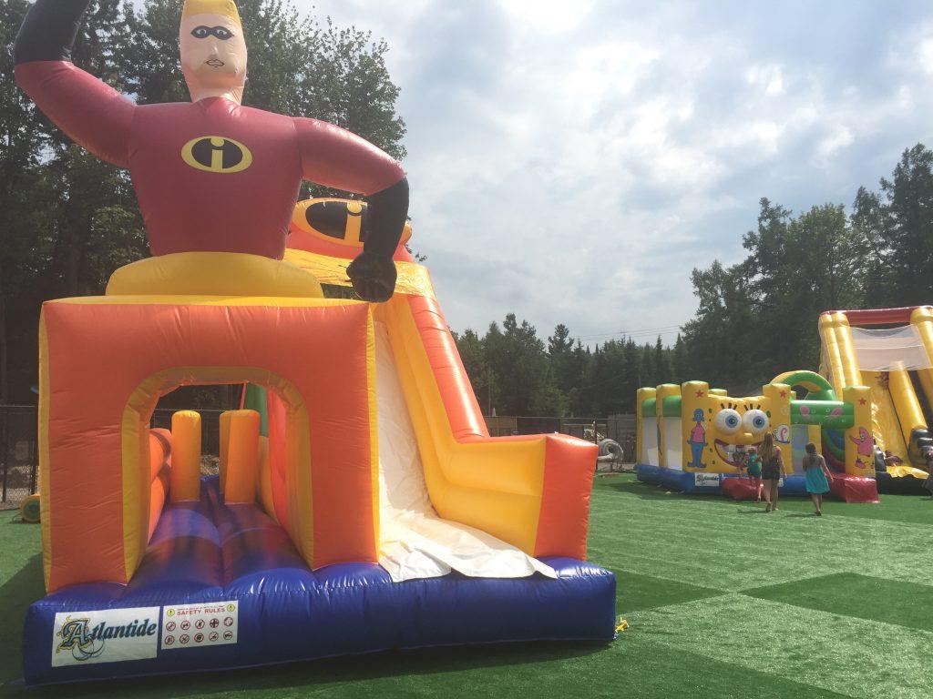 http://www.familycampgrounds.ca/wp-content/uploads/2016/12/jeux-gonflable-parc-aquatique-atlantide-2.jpg