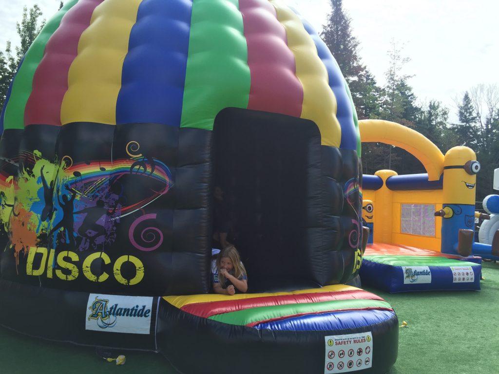http://www.familycampgrounds.ca/wp-content/uploads/2016/12/jeux-gonflable-parc-aquatique-atlantide-4.jpg