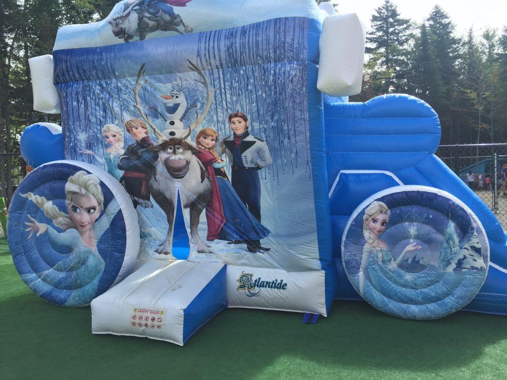 http://www.familycampgrounds.ca/wp-content/uploads/2016/12/jeux-gonflable-parc-aquatique-atlantide-5.jpg