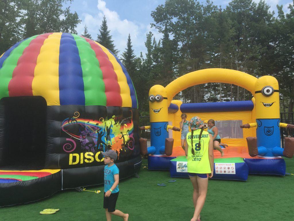 http://www.familycampgrounds.ca/wp-content/uploads/2016/12/jeux-gonflable-parc-aquatique-atlantide-7.jpg
