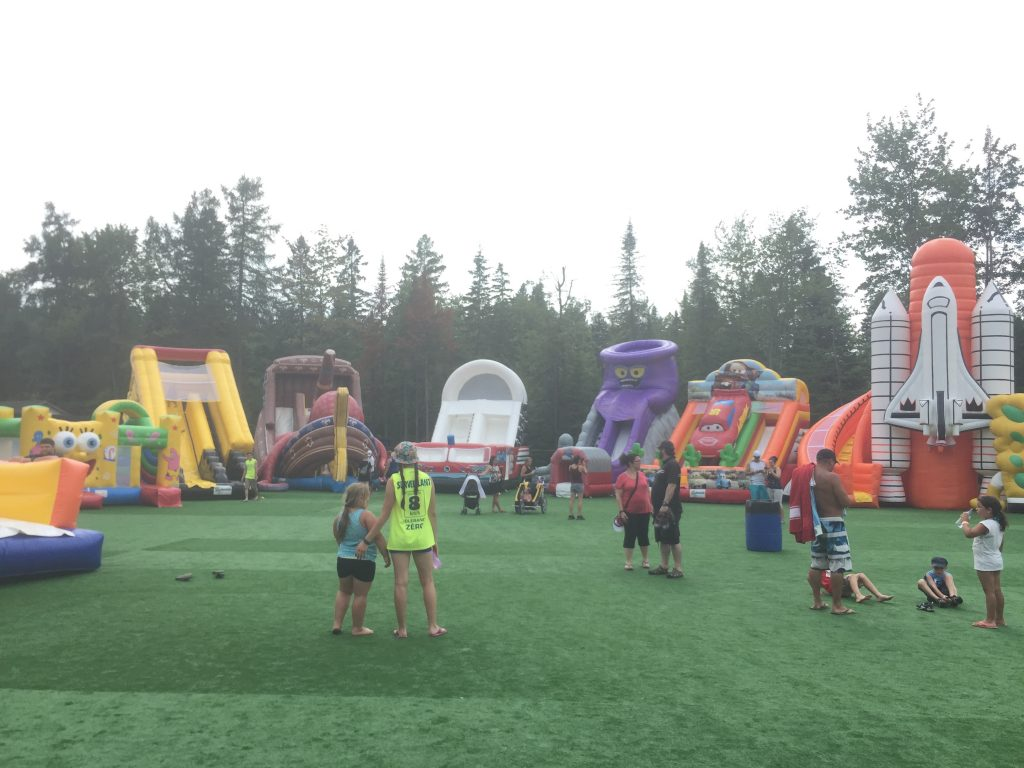 http://www.familycampgrounds.ca/wp-content/uploads/2016/12/jeux-gonflable-parc-aquatique-atlantide-8.jpg