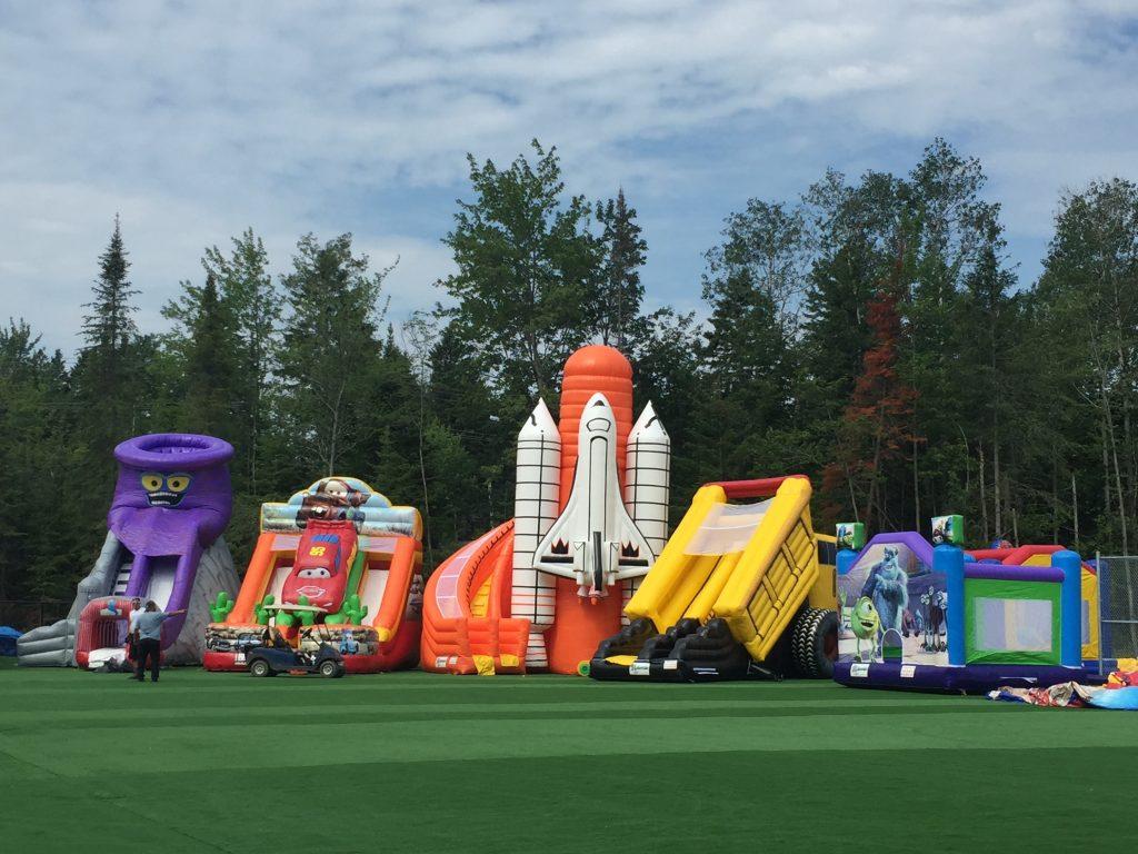 http://www.familycampgrounds.ca/wp-content/uploads/2016/12/jeux-gonflable-parc-aquatique-atlantide.jpg