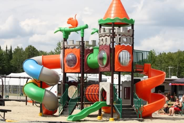 http://www.familycampgrounds.ca/wp-content/uploads/2017/01/camping-familial-complexe-atlantide-parc-baseball.jpg