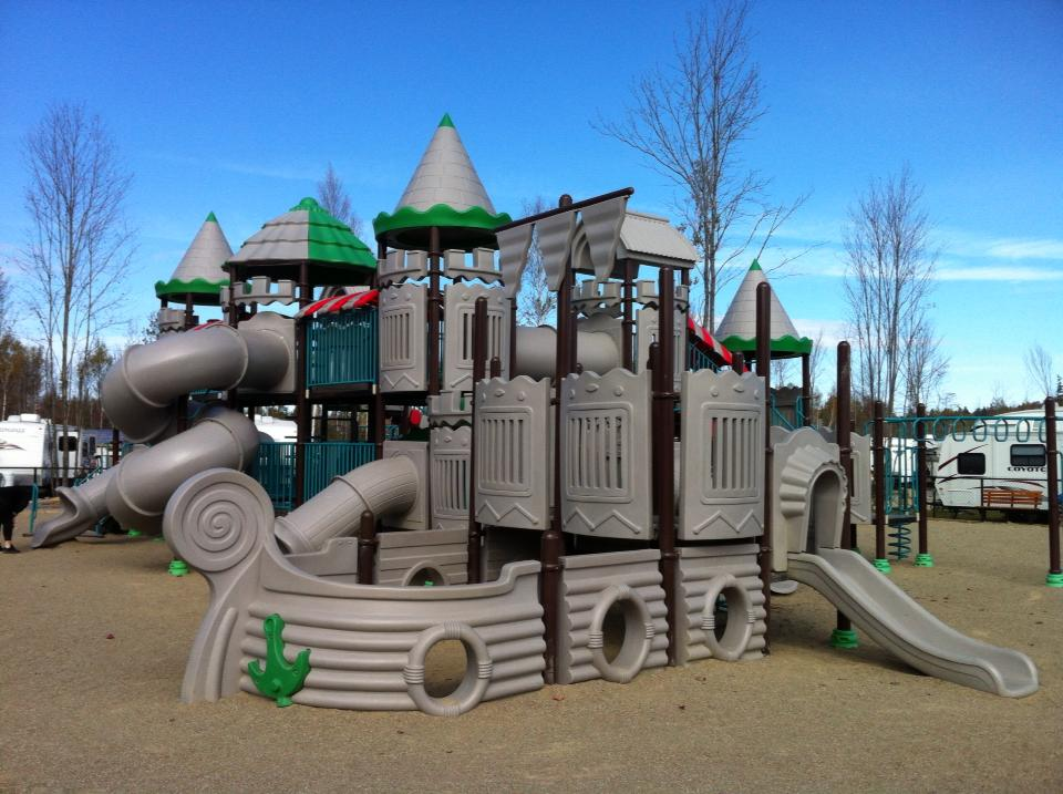 http://www.familycampgrounds.ca/wp-content/uploads/2017/01/camping-familial-complexe-atlantide-parc-bateau-pirate.jpg