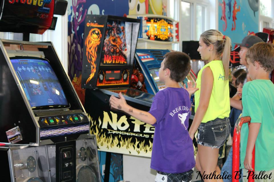 http://www.familycampgrounds.ca/wp-content/uploads/2017/02/camping-familial-complexe-atlantide-arcade.jpg
