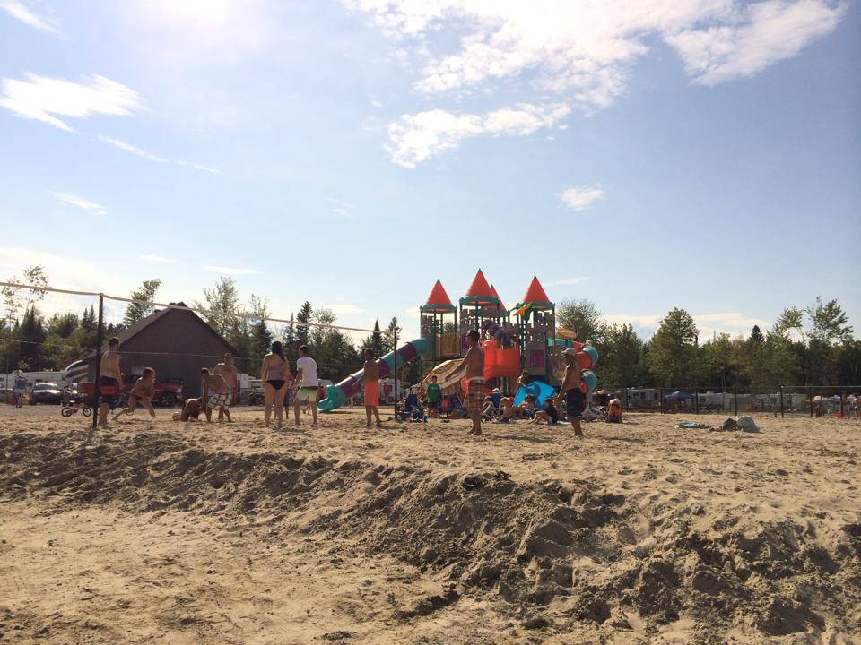 http://www.familycampgrounds.ca/wp-content/uploads/2017/02/volleyball-camping-atlantide-2.jpg