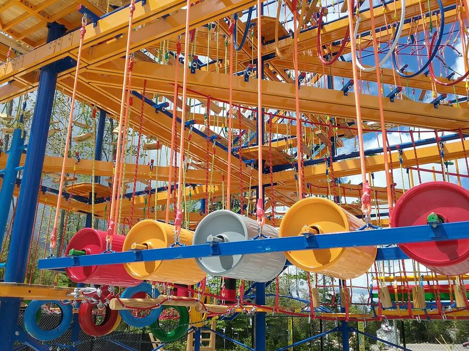 http://www.familycampgrounds.ca/wp-content/uploads/2017/06/parcours-aerien-complexe-atlantide-1.jpeg