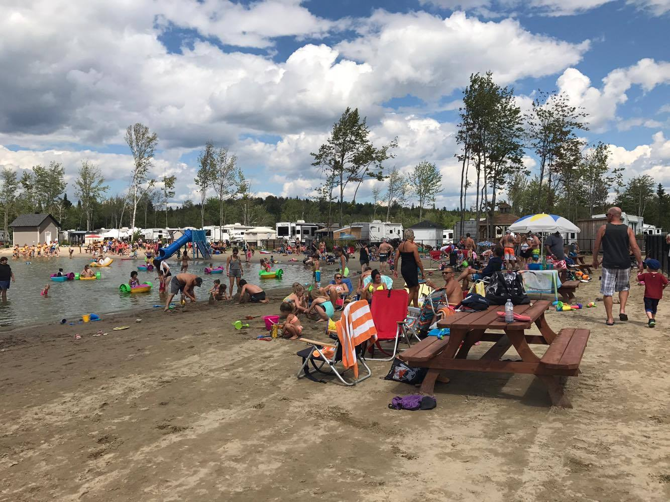 http://www.familycampgrounds.ca/wp-content/uploads/2018/01/beach-party-2017-complexe-atlantide-15.jpg