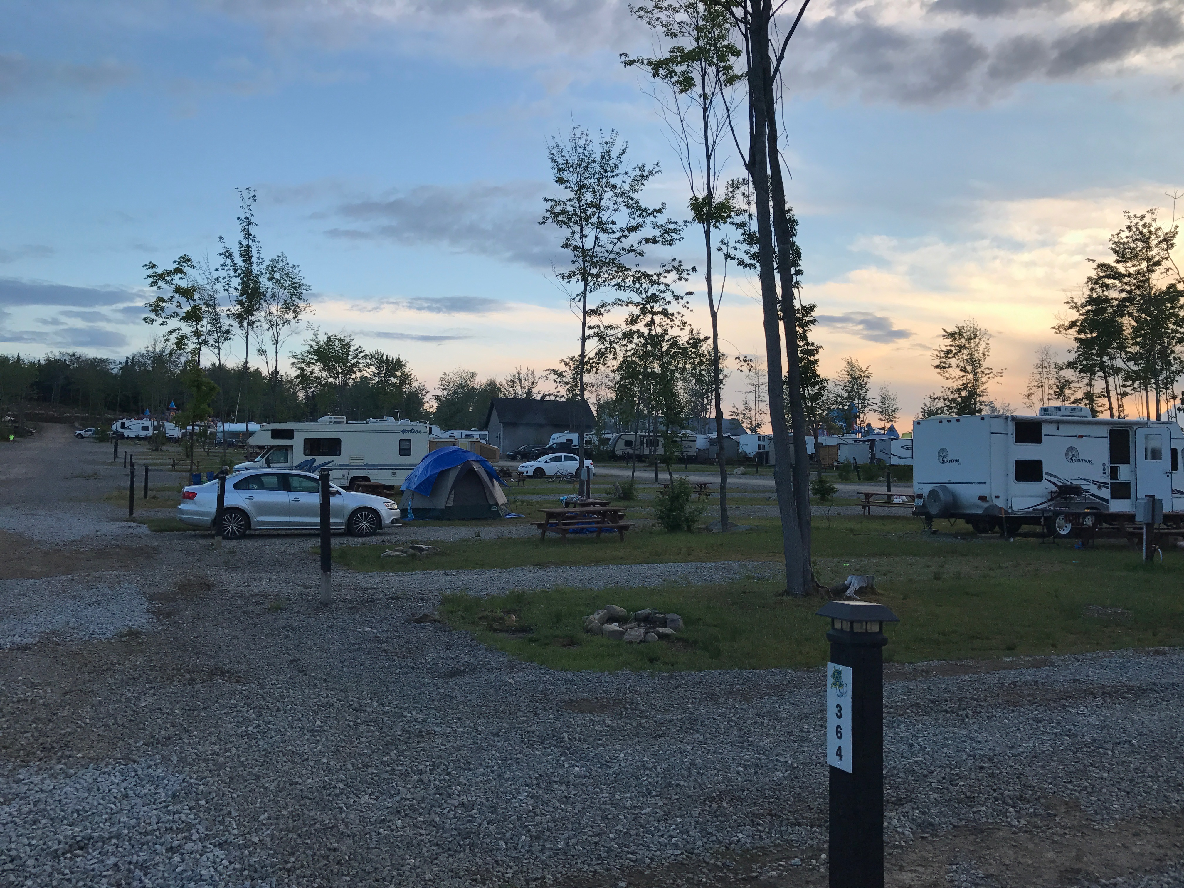 http://www.familycampgrounds.ca/wp-content/uploads/2018/01/camping-familial-complexe-atlantide-infra-8.jpg