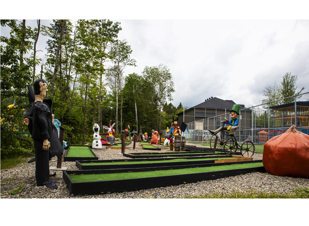 http://www.familycampgrounds.ca/wp-content/uploads/2019/08/miniputt-complexe-atlantide-slider.jpg